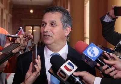Ministro destaca señales de avance en la economía y estimaciones favorables para final de año