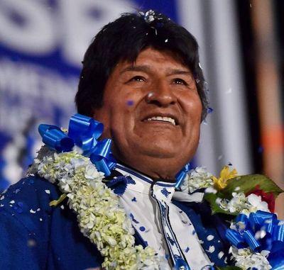Bolivia reactiva cómputo de votos y Morales cerca de eludir balotaje