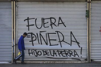 Chilenos exigen la renuncia de Piñera