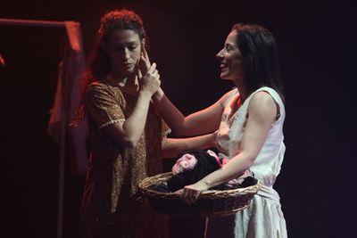 Compañía italiana presenta una obra teatral