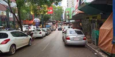 Importadores apuntan a consumidores paraguayos para reactivar la economía