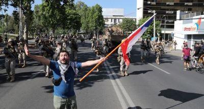Los chilenos marchan por sus derechos en una ciudad militarizada