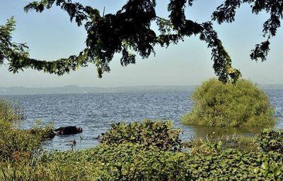 Buscan a desaparecido en el lago; tenía G. 13.000.000 en su motocicleta