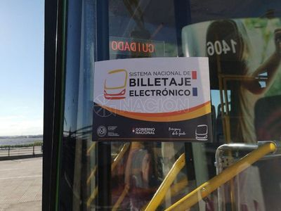 Colectivos llevarán calcomanías distintivas para pago electrónico desde mañana