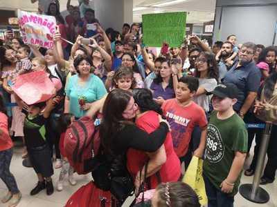 Docentes paraguayos retornan al país tras culminar sus estudios en Chile