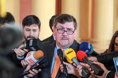 Senadores viajarán a Finlandia para tratar el caso de los prófugos