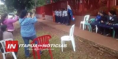ESTUDIANTES SE ENCADENAN FRENTE A LA MUNICIPALIDAD DE MAYOR OTAÑO