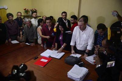 Por amplia mayoría, concejales aprueban intervención a Municipalidad de Lambaré