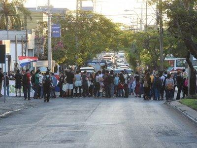 Botánico: Por segundo día, realizan manifestación contra tala de árboles