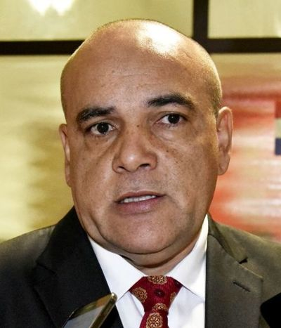 """Pide apoyo a ley """"anti rector-legislador"""""""