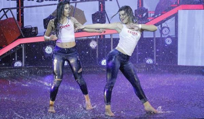 """Chicas """"Extra"""" demostraron su talento """"bailando bajo la lluvia"""""""