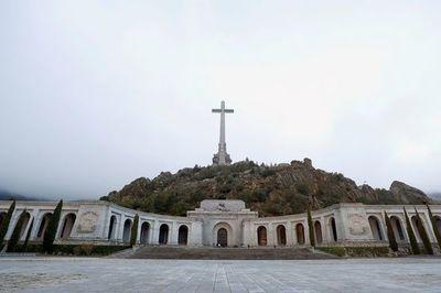 España exhuma al dictador Franco de su mausoleo