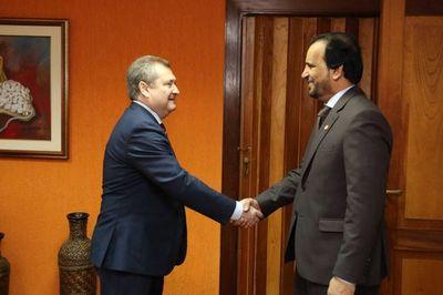 Presidente de la Corte recibió a representante de Qatar