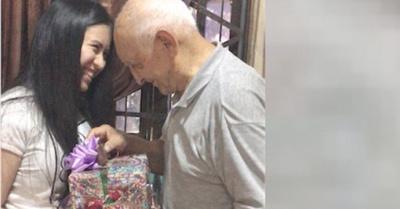 Abue le regaló sus ahorros  a su nieta ¡por sus 15 años !