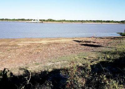 Preocupante descenso del nivel  del río Paraguay en el Alto Chaco