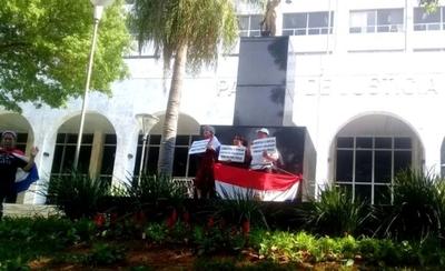 Exigen la libertad de Chilavert en Asunción
