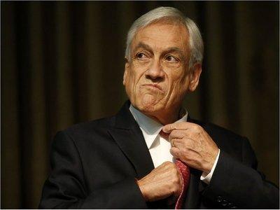 Piñera pide a todos los ministros poner sus cargos a disposición