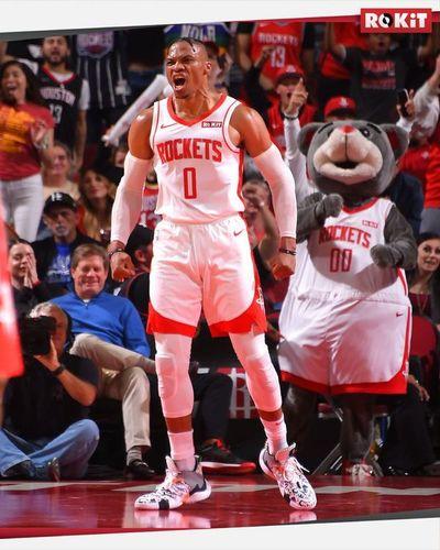 Westbrook suma otro triple