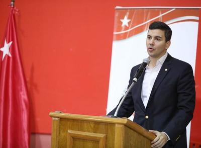 Santiago Peña: Hace falta gestión y una crisis no debe generar pánico