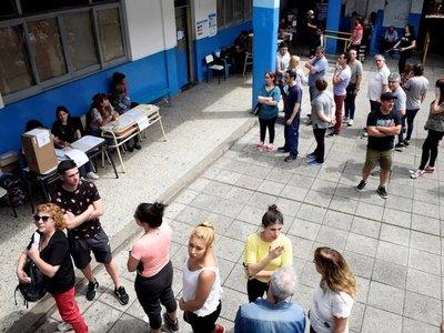 Cierran los centros electorales en Argentina