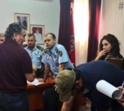 Detienen a policías por supuesto apoyo a narcotraficante