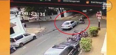 Chocó a motociclista y huyó