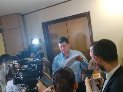 Buzarquis plantea crear comisión que investiga tierras malhabidas