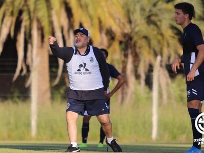 Maradona prescinde de un paraguayo