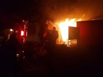 Incendio de vivienda deja una persona fallecida en Lambaré
