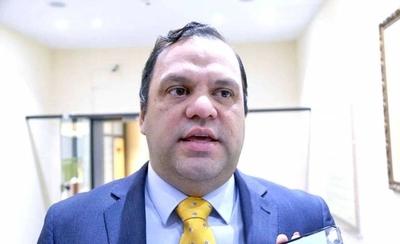 """HOY / Ministro Varela culpa a contador: """"Una herencia se asentó como compra"""""""
