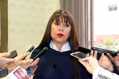 Diputada acusa a ministro de Hacienda de pedir austeridad, pero a la vez de contratar a más funcionarios