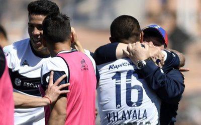 Con Ayala como figura, el 'Lobo' de Maradona golea en Rosario