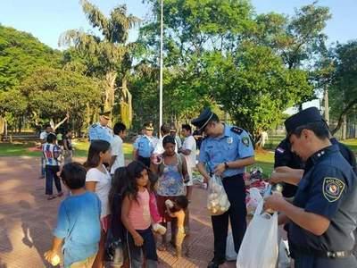 Policías asisten con desayuno a nativos en CDE