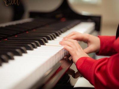 Fiscalía acusa a profesor de piano por supuesto abuso sexual