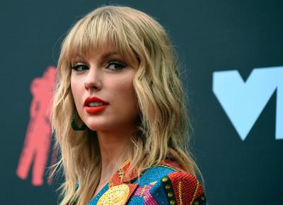 """Premiarán a Taylor Swift como la """"artista de la década"""""""