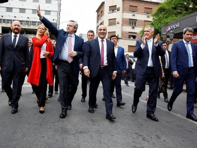 Fernández promete reactivar y proteger la industria argentina