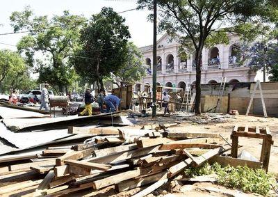 Despeje deja ver destrozos en la plaza Independencia