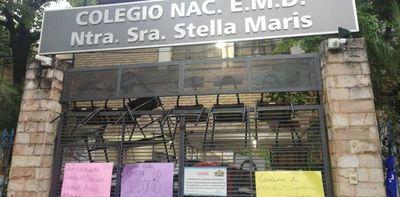 Alumnos toman el colegio Stella Maris y piden la salida del director
