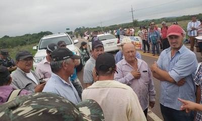 """HOY / Productores de papa y cebolla protestan: """"En el súper venden productos de contrabando"""""""