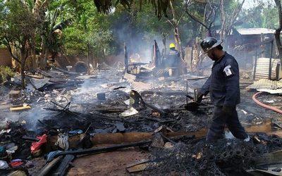 Incendio consume vivienda en Hernandarias
