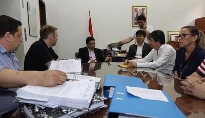 Concejales de Lambaré presentan pedido de intervención en el Ministerio del Interior.