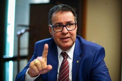 """""""Estamos en guerra civil"""", dice líder del lobby proarmas en el Congreso de  Brasil"""