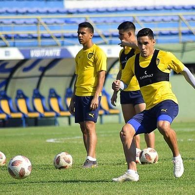 Ayala prepara varios cambios para enfrentar a Olimpia
