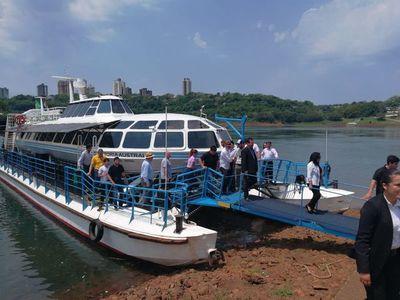 Travesía Trinacional abordo del catamarán Victoria Austral