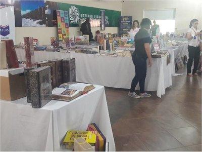 Feria de libro en Misiones deleitó con danza, música y teatro en exposición