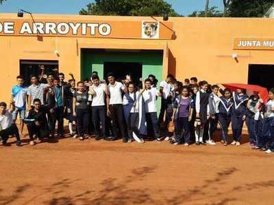 En Arroyito, estudiantes y vecinos toman Municipalidad