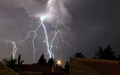 Sol radiante en las primeras horas, tormentas desde la noche