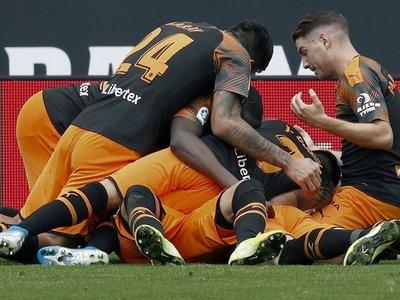 El Valencia remonta y hunde al Espanyol