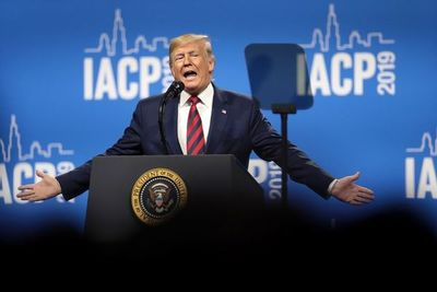 """Un combativo Trump reunirá a sus bases contra la """"farsa"""" del juicio político"""