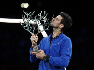 Djokovic suma su quinta copa en París